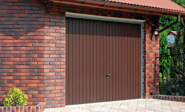 Portoni basculanti - Portoni garage con finestre ...